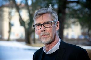 Landstingsrådet Gunnar Barke (S) vill se en grundlig utredning som rätar ut alla frågetecken kring den misslyckade satsningen på