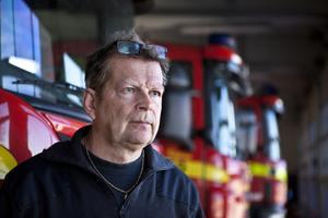 Räddningschef Jens Eriksson bekräftar att motorsågar normalt inte får användas med vill häva skyddstoppet hos Arbetsmiljöverket för att kunna använda utrustningen vid livräddning.