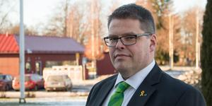 Kommunalråd Anders Wigelsbo (C) vill inte kommentera enskilda ärenden, men säger att han tycker att det är olyckligt med extra kostnader för kommunen.