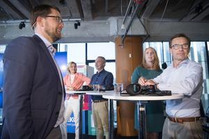 Jimmie Åkesson (SD) och Ulf Kristersson (M) under SR:s partiledardebatt på Kulturhuset. I bakgrunden Ebba Buch Thor (KD), Jan Björklund (L) och Annie Lööf (C).Foto Henrik Montgomery/TT