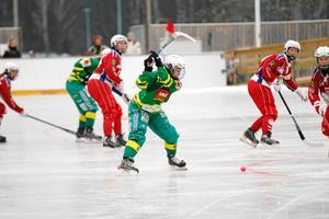 Linnea Gunnarsson under Skutskärs allsvenska premiär. Man gick sedan obesegrat genom säsongen och kvalificerade sig till elitserien.