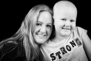 När Jannices dotter Juva var fem år fick hon diagnosen akut lymfatisk leukemi. Idag har Juva nio och en halv månad kvar av den två år långa behandlingen.– Nu är det full fart på henne. Det är inte över men det känns som bra bit på vägen iallafall.