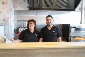 Maria Gratias och Hayri Ali Haci är nöjda med hur det har blivit, och hoppas att Harris grill & kiosk samlar på sig stamkunder.