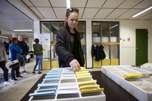 Johanna Svedberg, Rättvik, var en av omkring ett dussin förstagångsväljare som avlade sina röster i Rättviksskolan. Det är en, för det här valet, ny vallokal för distriktet Rättvik västra.