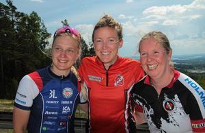Prispallen på medeldistansen från vänster: Linn Bylars, Nadia Larsson och Sara Forsgren.Foto: Privat