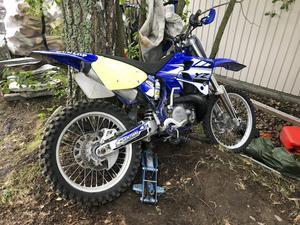Crossen som tjuvarna stal är en Yamaha 250cc. Klas Ebeling uppskattar värdet till ungefär 15 000 kronor.
