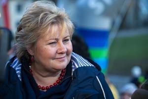 Norges statsminister Erna Solberg (Höyre, som motsvarar Moderaterna). Hon leder en regering som även högerpopulistiska främlingsfientliga Fremskrittspartiet sitter med i. Foto: Svein Ove Ekornesvåg / NTB scanpix / TT.
