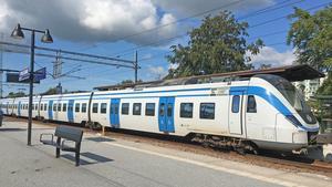 Den som ska åka pendeltåg från Nynäshamns station kan köpa biljetter på till exempel turistbyrån, City spel och tobak eller Coop Konsum.