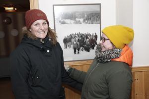 Carolin Fagerström och Caroline Åslund organiserade julmarknaden.