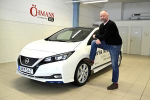 Nya Nissan Leaf väcker stort intresse, säger Tommy Bergman på Öhmans Bil. Men att rabatten för supermiljöbilar höjs den 1 juli gör att många köpare kommer att vänta in den, tror han.
