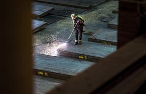 Vi vill se ett EU där industriarbetare inte konkurrerar med varandra med låga löner och dåliga arbetsvillkor, skriver debattförfattarna. Foto: Marcus Ericsson/TT/Arkiv