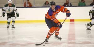 Backen Philip Nyberg är fostrad i Linköping, draftad av Buffalo Sabres och har gjort 16 matcher för Mora i hockeyallsvenskan i höst, men just nu är han utlånad till Lindlöven i hockeyettan.