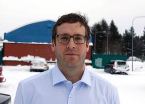 Jan Eriksson räknar med att den nya väghyveln kommer att vara på plats till nästa vintersäsong.