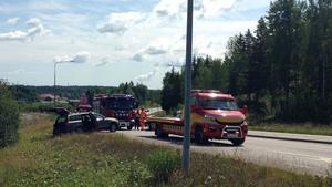 Två personer fördes till sjukhus efter olyckan.