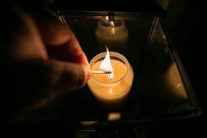 Över hela Jämtlands län och hela Sverige tändes på lördagen mängder av ljus till minne av de döda.