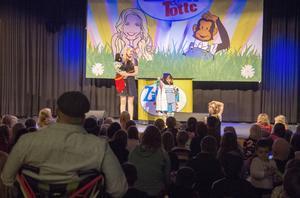 Greta fick komma upp från publiken och hjälpa Zillah och Totte att trolla på scen.