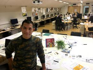 Per José Karlén undervisar på Leksands folkhögskola och har även utbildat sig till folkhögskollärare på senare tid.