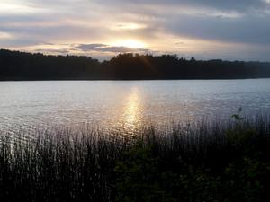 Sjön Åmmelången i Askersunds kommun  är ett möjligt alternativ till dragning av vattenledningen.