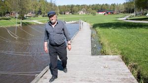 Roland Karlsson på bryggan i Lilla Sandviken.