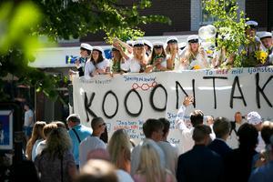 Studentflaken fyllde Borlänge centrums gator vid lunchtid på fredagen.