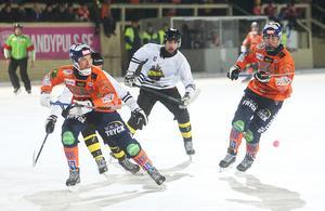 Christian Mickelsson var på bettet i en tuff hemmapremiär och satte två av målen mot AIK.