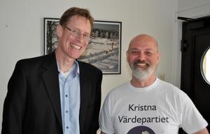 Partiledaren Mats Selander med Roger Gillberg, Kristna värdepartiets kandidat för kommunfullmäktige i Aneby.