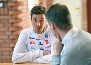 Calle Halfvarsson under torsdagens pressträff inför världscupfinalen i Falun. Foto: Ulf Palm/TT