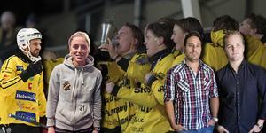 Johan Jansson Hydling, Hanna Brusberg, Leo Hägglund och Christoffer Million – Bandypuls experter som kommenterar ungdomsfinalerna från Uppsala.