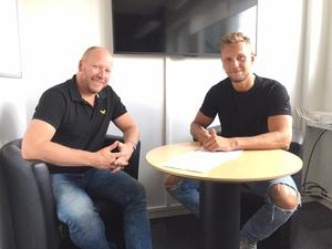 Den 4 augusti 2017 skrev Marcus Bergman på sitt nya kontrakt med VIK. Sporten var med när forwarden satt sin kråka på dealen i sällskap med sportchefen Patrik Zetterberg.