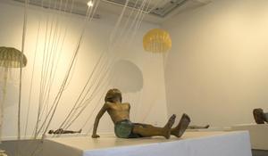 Alla åldrar är representerade i Assa Kauppis skulptursvit Frozen Fright.