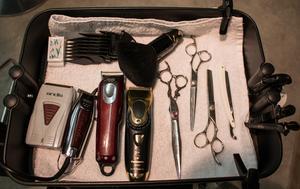 Många redskap behövs när man arbetar som barberare.