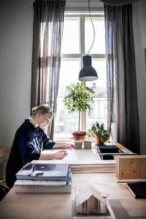 – Lägger vi också stor omsorg om utformningen, och ritar hus som människor trivs i, så är det även det en viktig del i hållbarhetsarbetet, säger Anna Esbjörnsson.