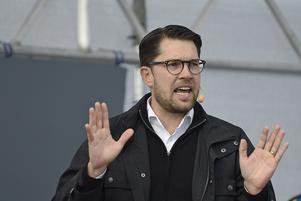 Sverigedemokraternas partiledare passade i valet mellan Macron och Putin, det gör inte en demokrat. Foto: Björn Lindgren / TT