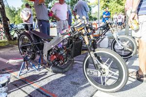 Två av Sveriges snabbaste mopeder är byggda i Sebastian de Walls garage i Sollefteå.