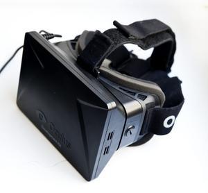 VR-glasögon är ett användbart instrument om man vill testa nya produktionsmoment i den digitala världen. Foto: Annika af Klercker/TT