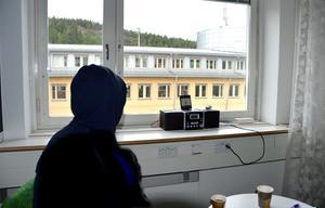 Kvinnan vill vara anonym, av hänsyn till sonen som nu lever med en annan familj i Sundsvallsområdet.