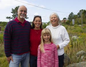 Margareta Berglunds dotter Kristina Casini (mitten) bor några veckor på Rönnskär varje sommar med sin man Stefano Fiori och deras dotter Elettra, 7.