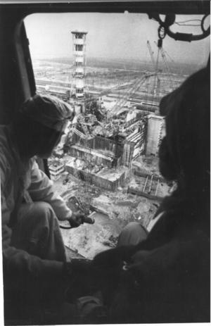Den skadade reaktorbyggnaden i Tjernobyl. Bild ur ÖP:s arkiv.