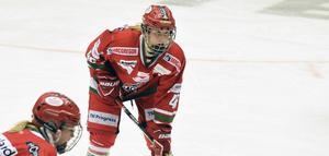 Nathalie Ferno – här i Modos dress – slutar med ishockey, bara 23 år gammal. Bild: Jon Häggqvist