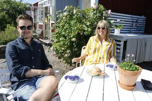 Per-Emil och Johanna trivs i sitt miniparadis.