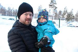 Jonas Bergqvist hade föredragit en plats för Harald på förskolan hemma i Sundborn. Det sker i maj. Till dess har sonen en plats på Skogshyddan i Slätta, vilket underlättar för familjen, berättar pappan