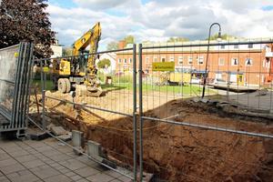 Nu grävs det på Kvarnforsplan för att se över vatten och avloppsrör innan renovering av torget,