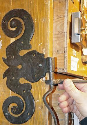 Gångjärnet har en förlaga från 1600-talet och finns i nyproduktion.
