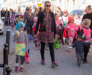 Över hundra barn gick i paraden.