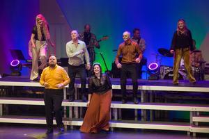 Jenna Gillinger, Owe Lidemalm, Hans Qviström, Lotta Köhlin (övre raden) samt Gustav Asplund och Sandra Karlung (nedre raden).