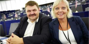 Peter Lundgren och Kristina Winberg har varit SD:s två EU-parlamentariker de senaste fem åren. Nu petas Kristina Winberg från EU-listan av SD-ledningen. Samtidigt avslöjas att hon har berättat för SD-ledningen att Peter Lundgren tafsat på en SD-kollega. Foto: Fredrik Persson, TT.
