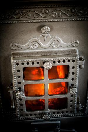 Byskeugnen ger trivsam värme i hela torpet.