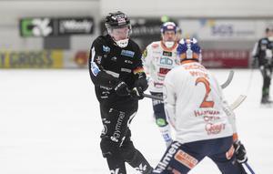 Daniel Berlin  satte tonen direkt med att smälla in de två första målen för Sandviken.