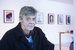 Galleri Mazarin fyller 35 i år, och med Anders R. Östlund bakom rodret har de hängt första utställningen på ett år.