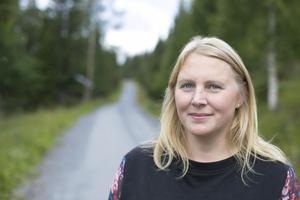 Illustratören Katarina Olofsson bor i Häggsjön tillsammans med make, katt, hund och ibland bonusbarnen.